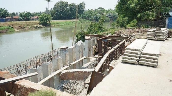 Pemkab Tangerang Perbaiki Jalan Longsor Teluknaga di Pinggir Sungai Cisadane