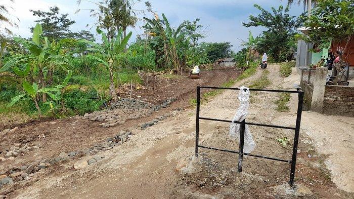 Geger! Jalan Masuk Desa di Lebak Ditutup, Pemilik Lahan Mantan Kasatpol PP Minta Tanahnya Dibeli
