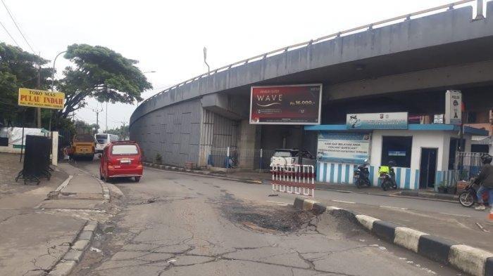 Cerita Pengendara Motor Soal Jalan Depan Flyover Balaraja, Lubang dan Kerap Dilewati Kendaraan Berat