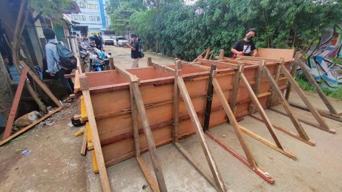 Sempat Diblokade, Petugas Bongkar Penutup Akses Warga di Cipondoh Tangerang