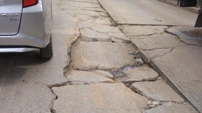Jalan Kosambi-Bandara Soekarno Hatta Rusak, Kendaraan Alat Berat Disinyalir Menjadi Penyebab