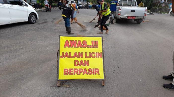 Belum Lama Diperbaiki Aspal Jalan di Serpong Ini Rontok, 3 Kecelakaan Terjadi dalam Satu Hari