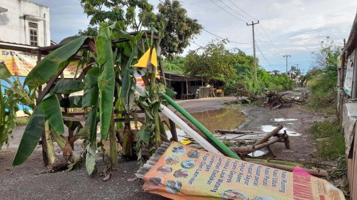 Jalan Rusak Ditutup Warga Bentuk Protes ke Pemerintah, Pihak Terminal Pakupatan Bakal Bantu Perbaiki