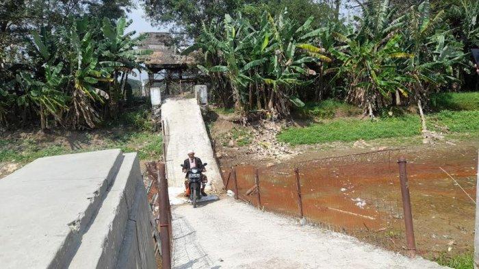 Jembatan di Carenang Amblas Setelah Dilintasi Odong-Odong, Sudah Seminggu Belum Diperbaiki