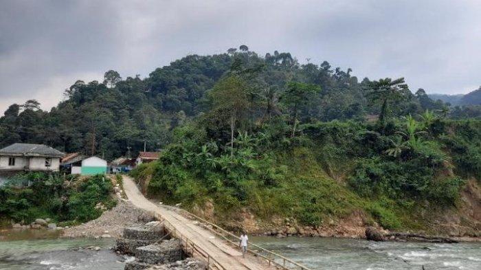 Menanti Janji Pemerintah yang Tak Kunjung Tiba, Warga Lebak Patungan Rp 50 Ribu Perbaiki Jembatan