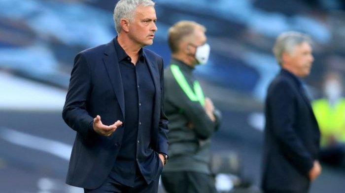 Jose Mourinho dalam laga Tottenham Hotspur melawan Everton pada pekan pertama Liga Inggris 2020-2021.