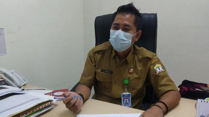 Kabag Administrasi Umum dan Keuangan (Adum) RSUD Kota Serang Muchlisin ditemui di ruang kerjanya, Senin (21/6/2021).