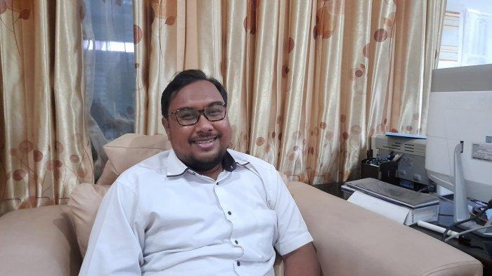 Kabid Perencana Strategis Bappeda Kabupaten Serang, Asep Saefullah, di ruang kerjanya, Jumat (25/6/2021).
