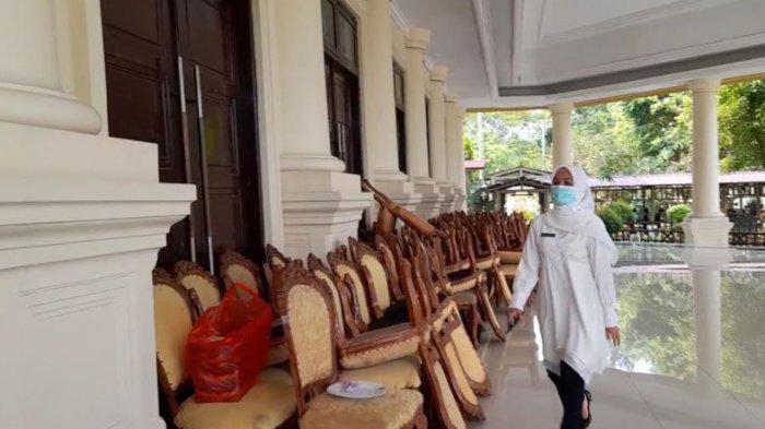 Kepala Dinas Kesehatan Provinsi Banten, Ati Pramudji Hastuti saat mendatangi Pendopo Gubernur Banten, Rabu (2/6/2021)