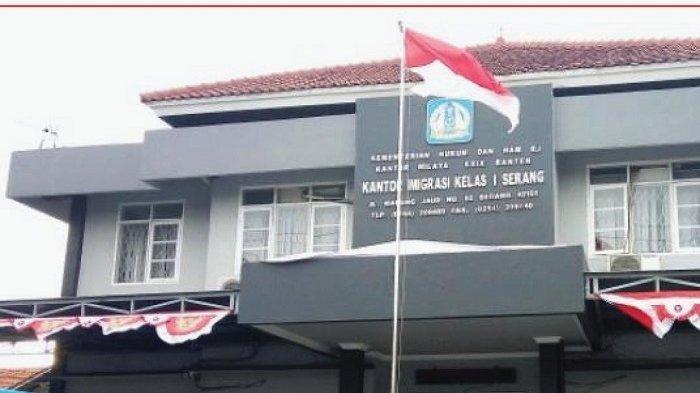 Kantor Imigrasi Kelas I Serang, Jalan Warung Jaud nomor 82, Kaligandu, Kecamatan Serang, Kota Serang, Banten.