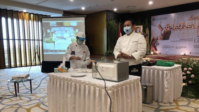 TIPS Membuat Hot Chocolate Melt ala Chef, Diajarkan di Acara BI Banten Pelatihan Roti Pesantren
