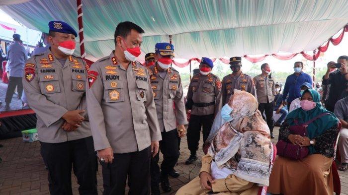 Akpol Angkatan 1994 Menggelar Vaksinasi Massal Covid-19 dan Bakti Sosial di Anyer Kabupaten Serang