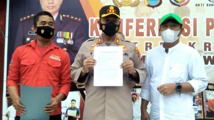 Kapolres Gowa AKBP Tri Goffarudin Pulungan menggelar konfrensi pers penetapan tersangka terhadap oknum Satpol PP Gowa terkait penganiayaan di Mapolres Gowa.