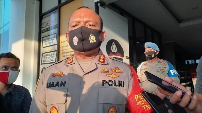 Polres Tangerang Selatan Turunkan Atribut FPI dan Akan Tindak Tegas Jika Masih Ada Kegiatan
