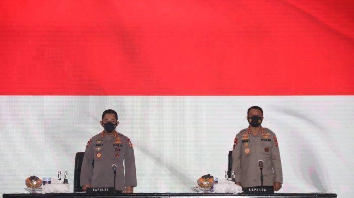 Kapolri Jenderal Pol Listyo Sigit Prabowo (kiri) dan Kapolda Irjen Pol Rudy Heriyanto Adi Nughroho saat pengarahan personel Polda Banten di Mapolda Banten, Jumat (4/6/2021).
