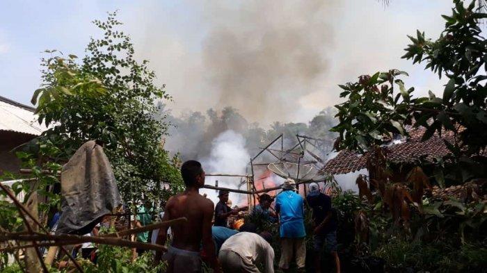 Kebakaran Menimpa Enam Rumah di Sindangresmi Pandeglang, Gabah sampai Motor Ludes