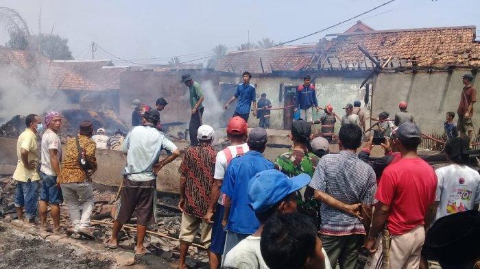 Sebanyak enam rumah di Kampung Nyalindung, Desa Sindangresmi, Kecamatan Sindangresmi, Kabupaten Pandeglang, Banten dilalap si jago merah, Kamis (19/8/2021).