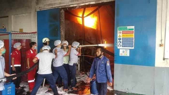Detik-detik Kebakaran Pabrik PT Indofood Tbk di Bitung Tangerang, Pegawai Berteriak Larikan Diri