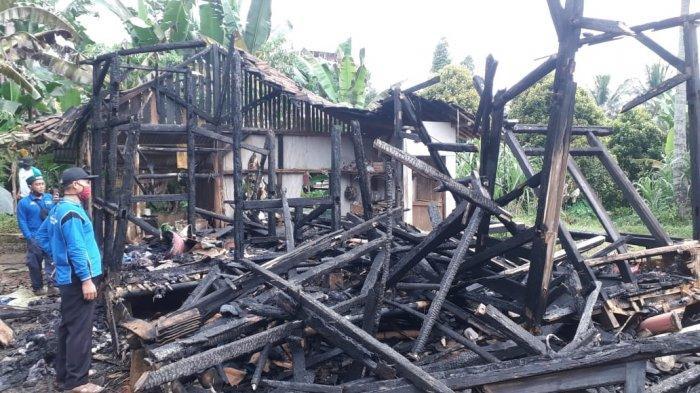 Ditinggal Sebentar ke Kebun, Rumah Janda Dua Anak di Pandeglang Ludes Dilahap Si Jago Merah