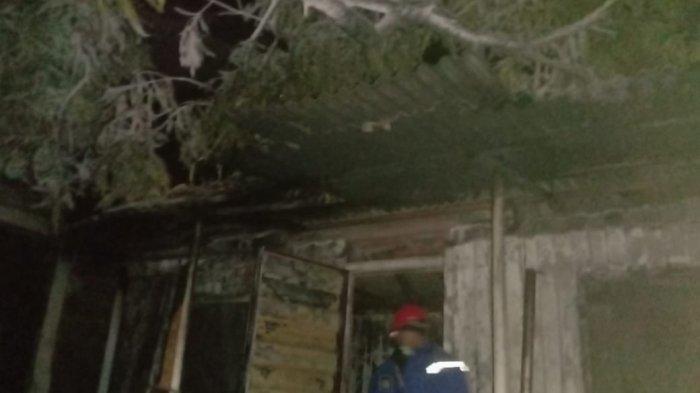 Kebakaran di mes karyawati PT. Cilegon Febricatoras yang berlokasi di Jalan Bojonegara, Desa Argawana, Kabupaten Serang, dilalap api pada Jumat (6/8/2021).