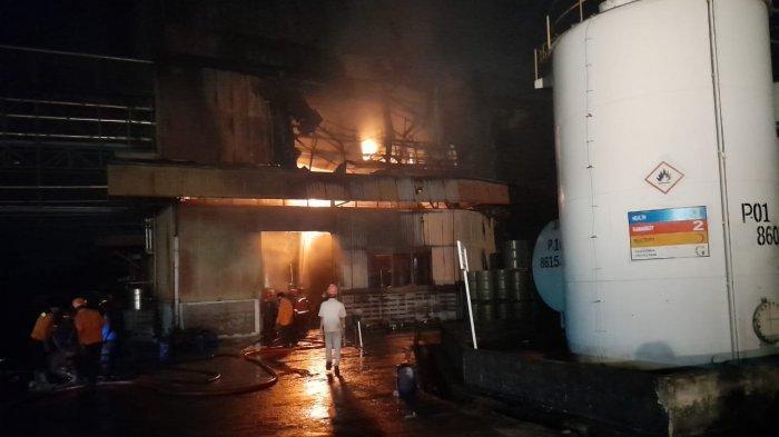 1 Karyawan Meninggal dalam Kebakaran Pabrik Cat di Cikande, Saksi Sebut Ledakan Bak Bom Atom