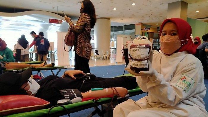 PMI Kota Tangerang Jemput Bola Gelar Donor Plasma Konvalesen di Mal, Pendonor Dapat Hadiah
