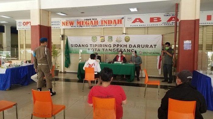 Petugas Kejari Kota Tangerang Bayari Denda Warga yang Tak Mampu Bayar Saat Sidang Tipiring