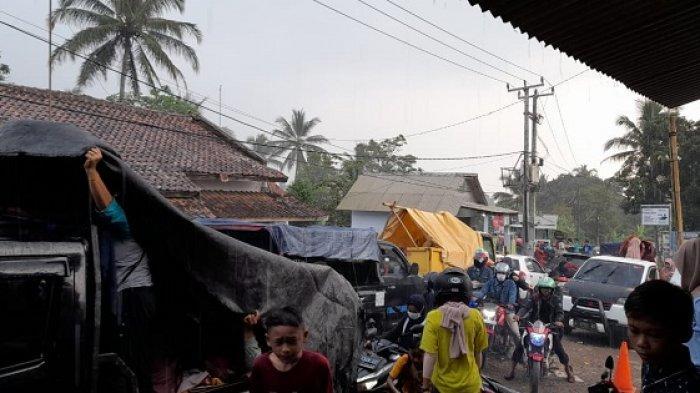 Pengunjung Pemandian Cikoromoy Membludak, Kendaraan Macet 2 Jam di Depan Pintu Masuk