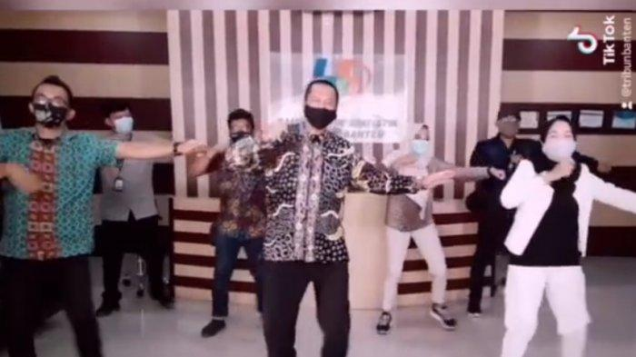 Video Ketika Kepala BPS Banten Adhi Wiriawan Bermain TikTok