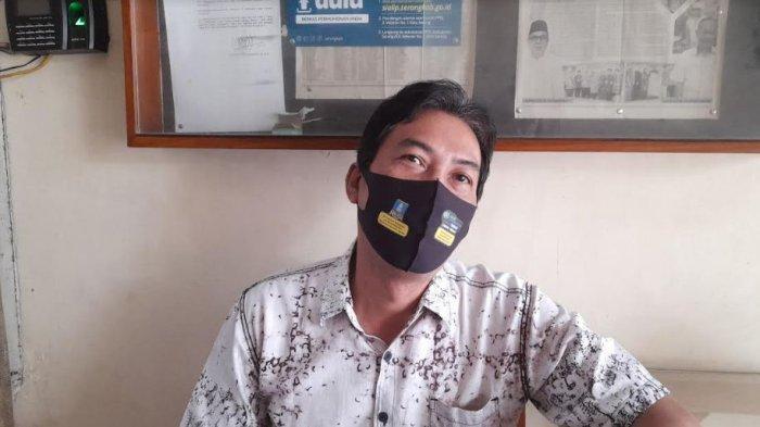 Kepala Unit Pelaksana Teknis (UPT) Pasar Kabupaten Serang, Mahyar Sonjaya saat ditemui di kantornya, Kamis (7/10/202)