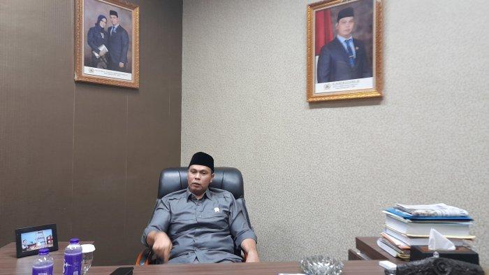 Ketua DPRD Kota Serang, Budi Rustandi saat ditemui TribunBanten.com di ruang kerja, Kantor DPRD Kota Serang, Senin (23/8/2021).