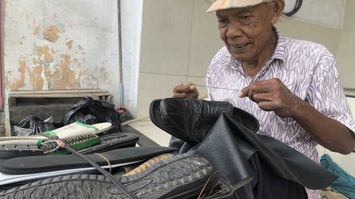 Kisah Abah Amir, 40 Tahun Buka Jasa Sol Sepatu dengan Bayaran Seikhlasnya