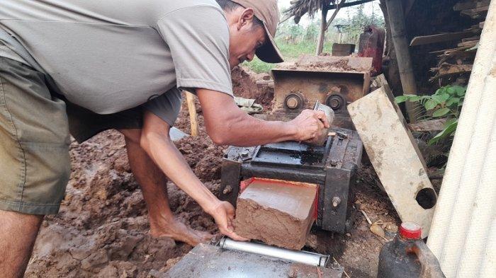 Perjuangan Warga di Kabupaten Serang Jualan Batu Bata demi Bertahan Hidup, Ini Kisahnya