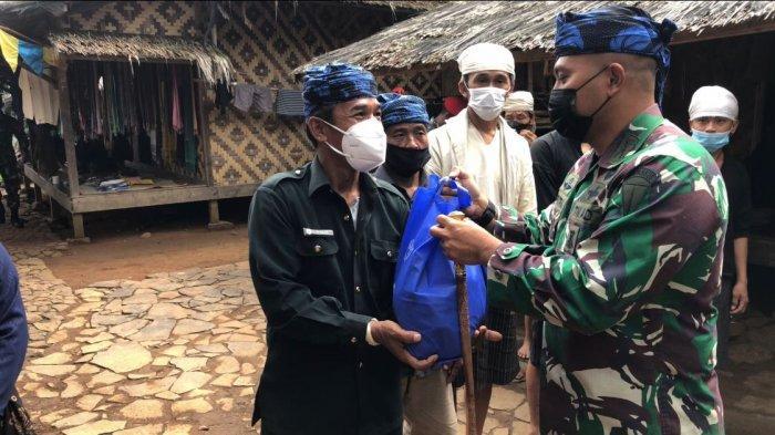 Komandan Grup 1 Kopassus Berikan Bantuan Sembako untuk Masyarakat Baduy