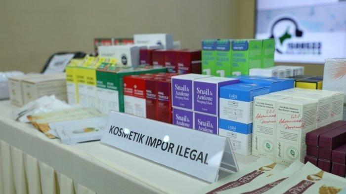 Kosmetik ilegal hasil selundupan dari China dan Korea senilai 10 miliar rupiah hasil tangkapan BPOM dan polisi di wilayah Jakarta Utara, Jakarta Selatan dan Jawa Barat, selama satu bulan terakhir ditunjukkan ke media, Selasa (22/12/2020).