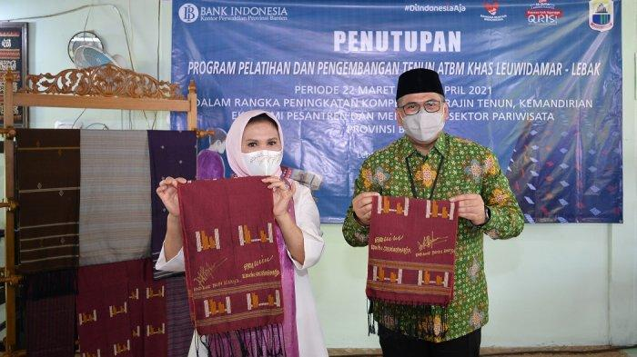 Tutup Pelatihan Tenun di Ponpes Al-Washliyah Lebak, Kepala BI Banten: Menyiapkan Perajin yang Unggul
