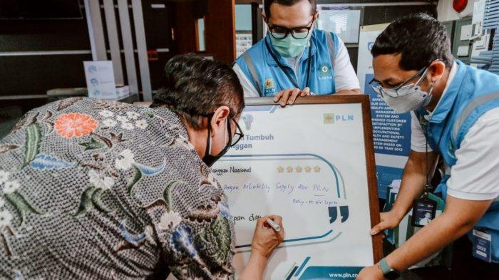Memperingati Hari Pelanggan Nasional 2021, direksi PLN berkunjung ke Rumah Sakit Darurat Covid-19 (RSDC) Wisma Atlet. Selain itu, PLN UID Banten juga berkunjung ke Krakatau Steel.