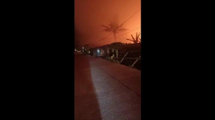 Lahan limbah kurang seluas satu hektar di Jalan Raya Serang-Jakarta, Keragilan, Serang, Banten, terbakar hebat, Jumat (7/5/2021) tengah malam.