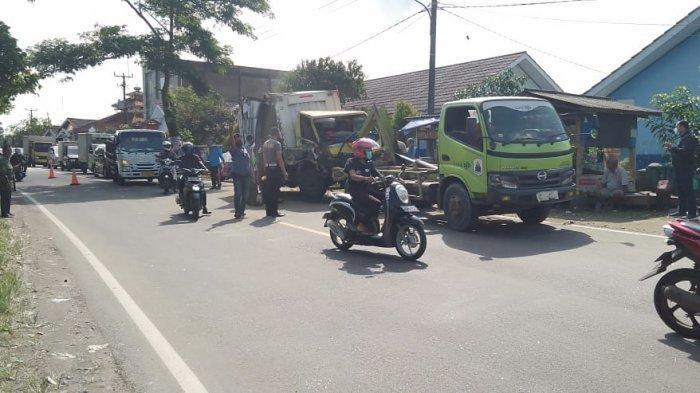 Kecelakaan beruntun terjadi di depan rumah Bupati Lebak di Jalan Raya Rangkasbitung-Pandeglang, Kabupaten Lebak, Jumat (19/3/2021).