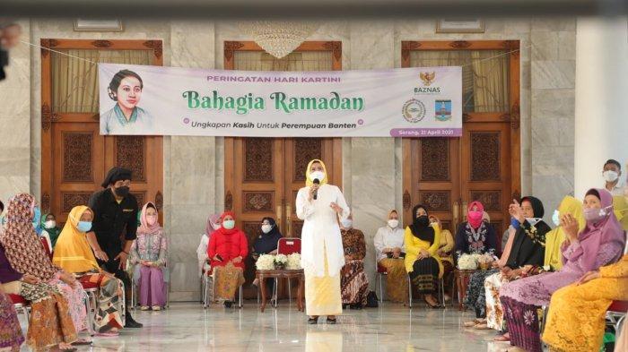 Puluhan perempuan lansia dari 29 kecamatan diundang secara khusus ke Pendopo Bupati Serang untuk memperingati Hari Kartini, Rabu (21/4/2021).