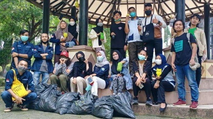Manfaatkan Sampah, Komumitas Rehabilitasi Kota Serang Buat Pot Karakter dari Botol Plastik