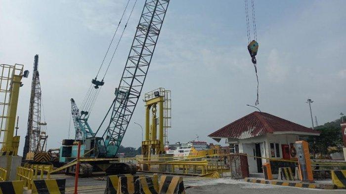 Insiden Bucket Cor Beton Terjatuh di Pelabuhan Merak, ASDP: 3 Pekerja Dilarikan ke RS Krakatau Steel