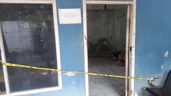 Lokasi temuan mayat Ketua Organda Tangerang Selatan, Yusron Siregar di pelataran Kantor Organda, UPT Pengujian Kendaraan Bermotor (PKB) Dinas Perhubungan Tangerang Selatan, di Jalan Raya Serpong, Setu, Tangsel, Banten, Kamis (27/5/2021).