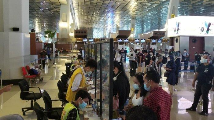 Lokasi validasi kartu bebas Covid-19 di Terminal 3 Bandara Soekarno-Hatta menjelang Libur Natal dan Tahun Baru 2021, Selasa (22/12/2020). Terdata, pada 22 Desember 2020, jumlah calon penumpang pesawat yang melakukan tes Covid-19 hingga pukul 19.00 WIB lebih dari 3.800 orang.