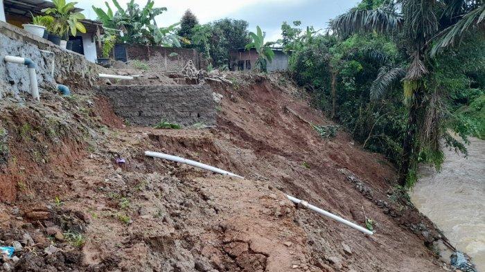 Longsor terjadi di Perumahan Taman Graha Asri Blok J2, Kota Serang, Banten, pada Rabu (3/2/2021) dini hari.