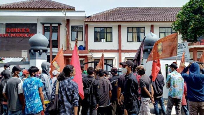 Dinkes Pandeglang Didemo Warga dan Mahasiswa Gara-gara Unggahan Ibu Hamil Ditandu di Medsos