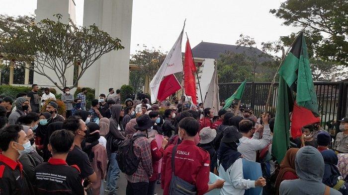 Mahasiswa Demo Pemprov Banten, Minta Gubernur Hingga Sekda Diperiksa dan KPK Turun Tangan