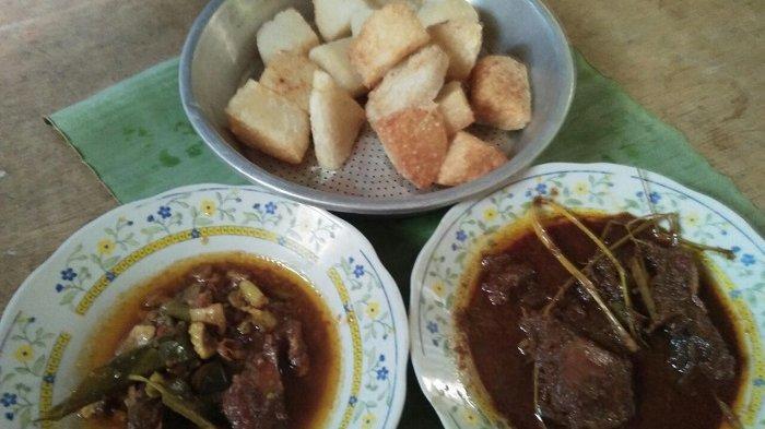 Makanan khas Serang, gemblong cocol yang dimakan dengan semur daging maupun rendang.