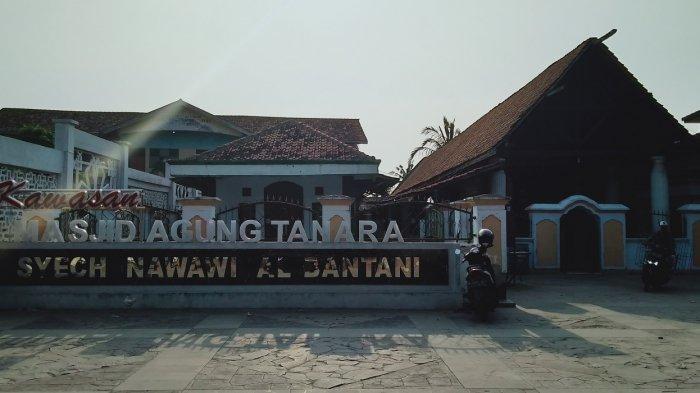 Masjid Agung Tanara di Kampung Tanara, Desa Tanara, Kecamatan Tanara, Kabupaten Serang.