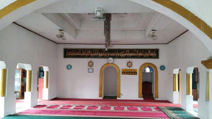 Masjid Jami Bait Al-Muttaqin yang berada di Kampung Rancalutung, Desa Sindangsari, Kecamatan Pabuaran, Kabupaten Serang, Selasa (4/5/2021).